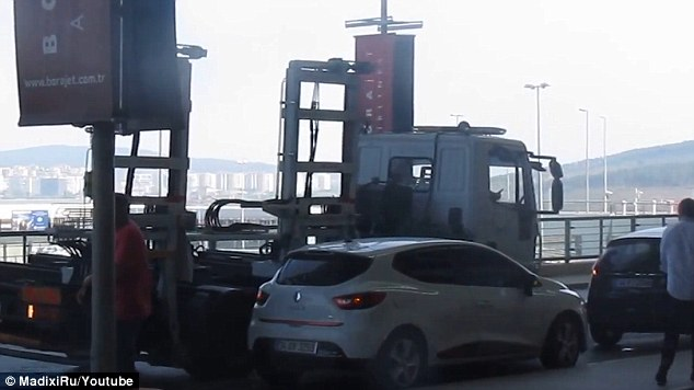 A YouTube video shows a car at departures in a Turkish airport being towed in under a minute