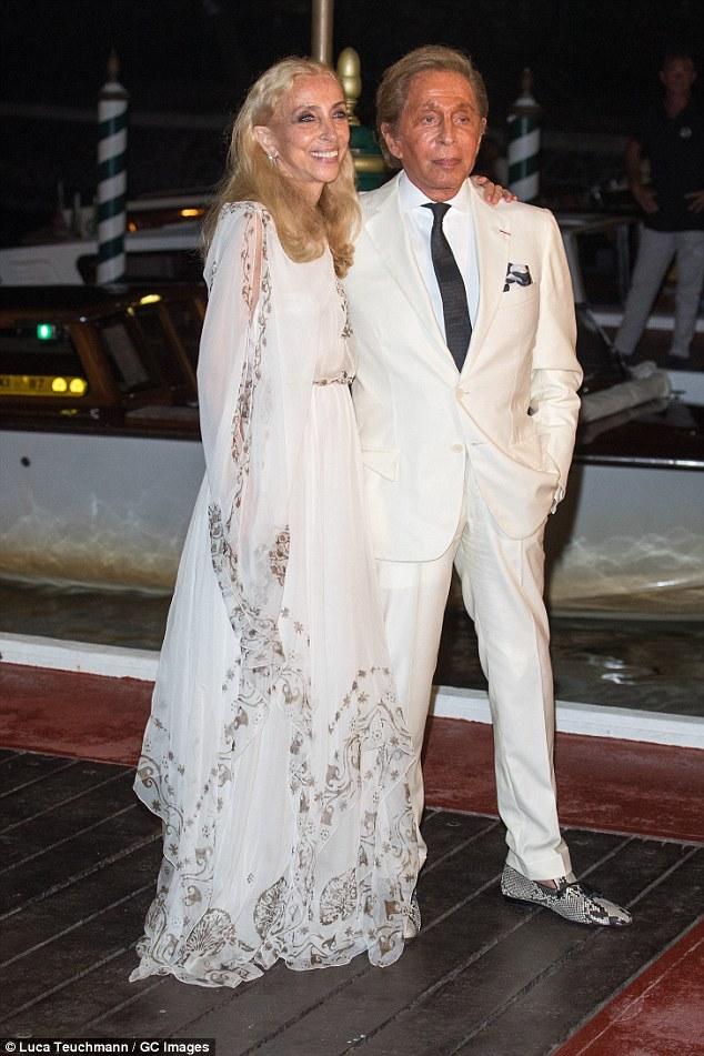 Encantando em branco: Franca Sozzani e Valentino Garavani foram sartorially em sincronia na noite