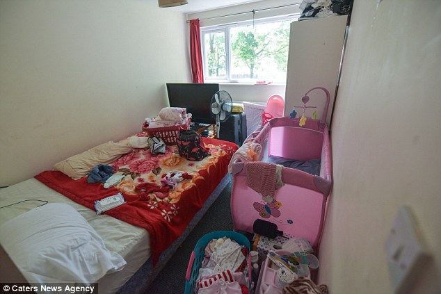 El Consejo ofreció a la familia una casa de cinco dormitorios, pero no era adecuado en función de la familia debido a que la casa más grande no tenía un comedor y no era lo suficientemente grande