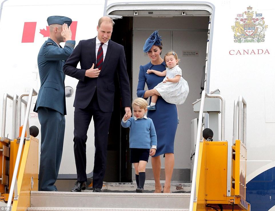 O duque ea duquesa de Cambridge desembarcaram no Canadá, com seus dois filhos, Prince George e da princesa Charlotte