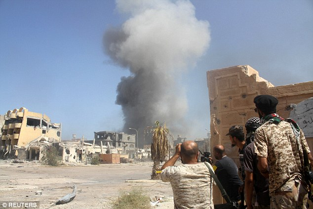 La Libye a été divisé entre deux gouvernements rivaux depuis 2014 et la nation a vu État islamique d'établir un pied