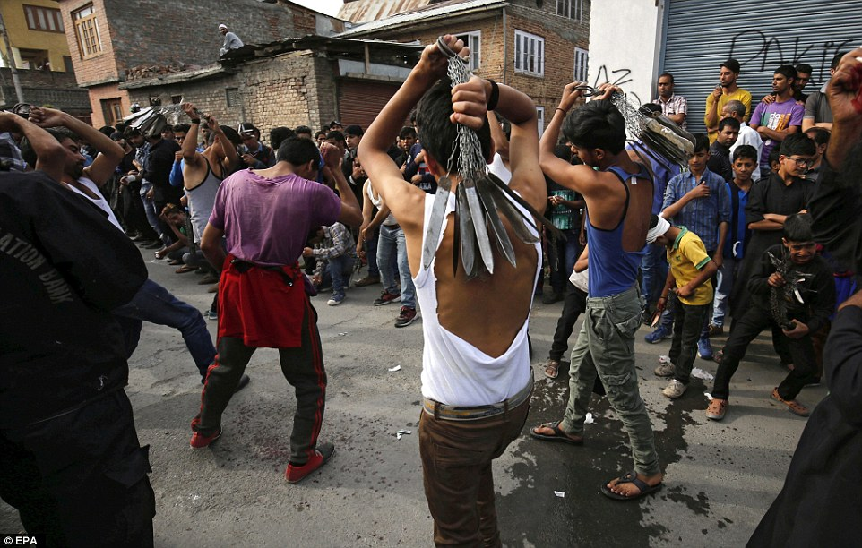 Crowds of people watch the Kashmiri Shiite Muslimscarry out the ritual in the streets ofSrinagar, India