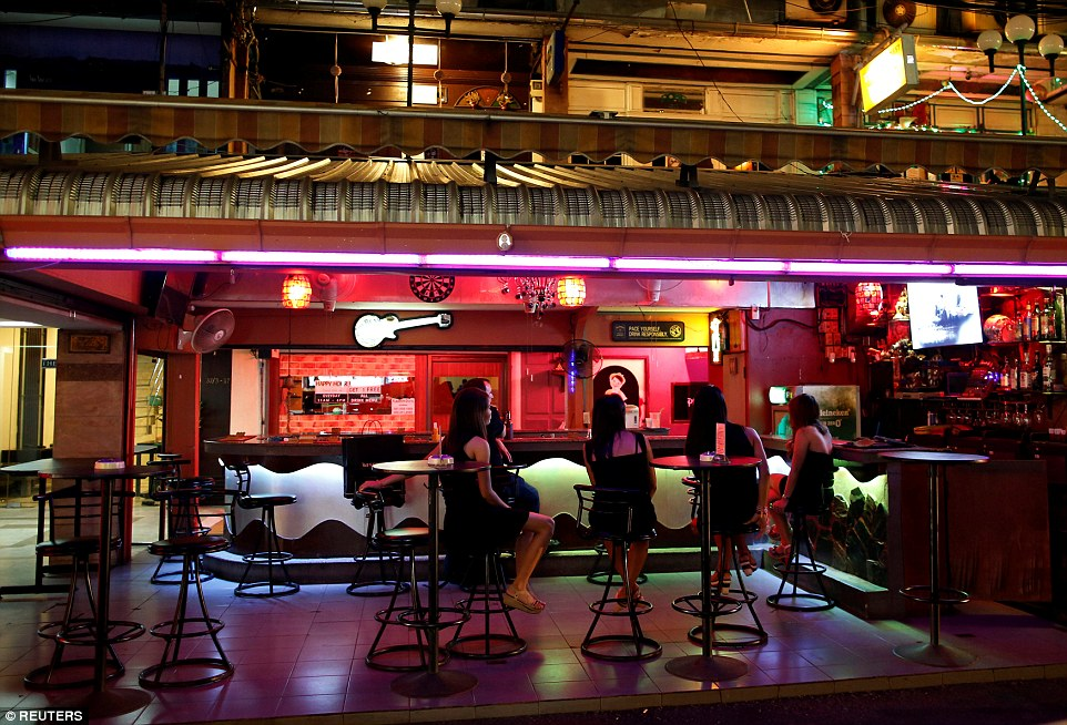 Bangkok's strip bars and brothels have been ordered to close after King Bhumibol Adulyadej's death. There are fears alcohol sales could be banned for up to 30 days