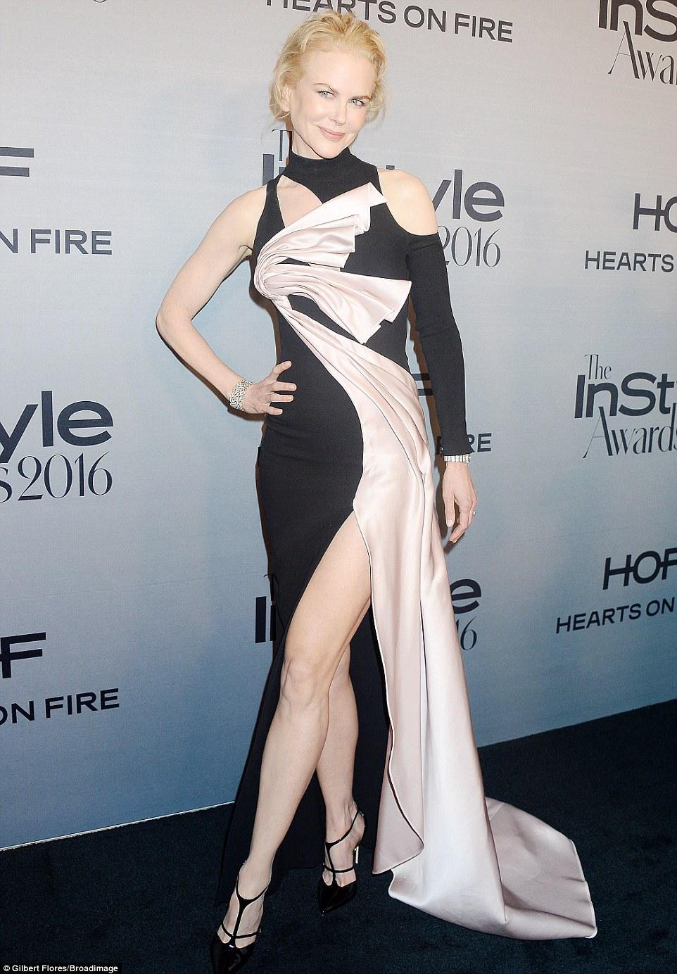 Fazer uma declaração de moda: Nicole Kidman virou cabeças nas concessões InStyle em Los Angeles na segunda-feira