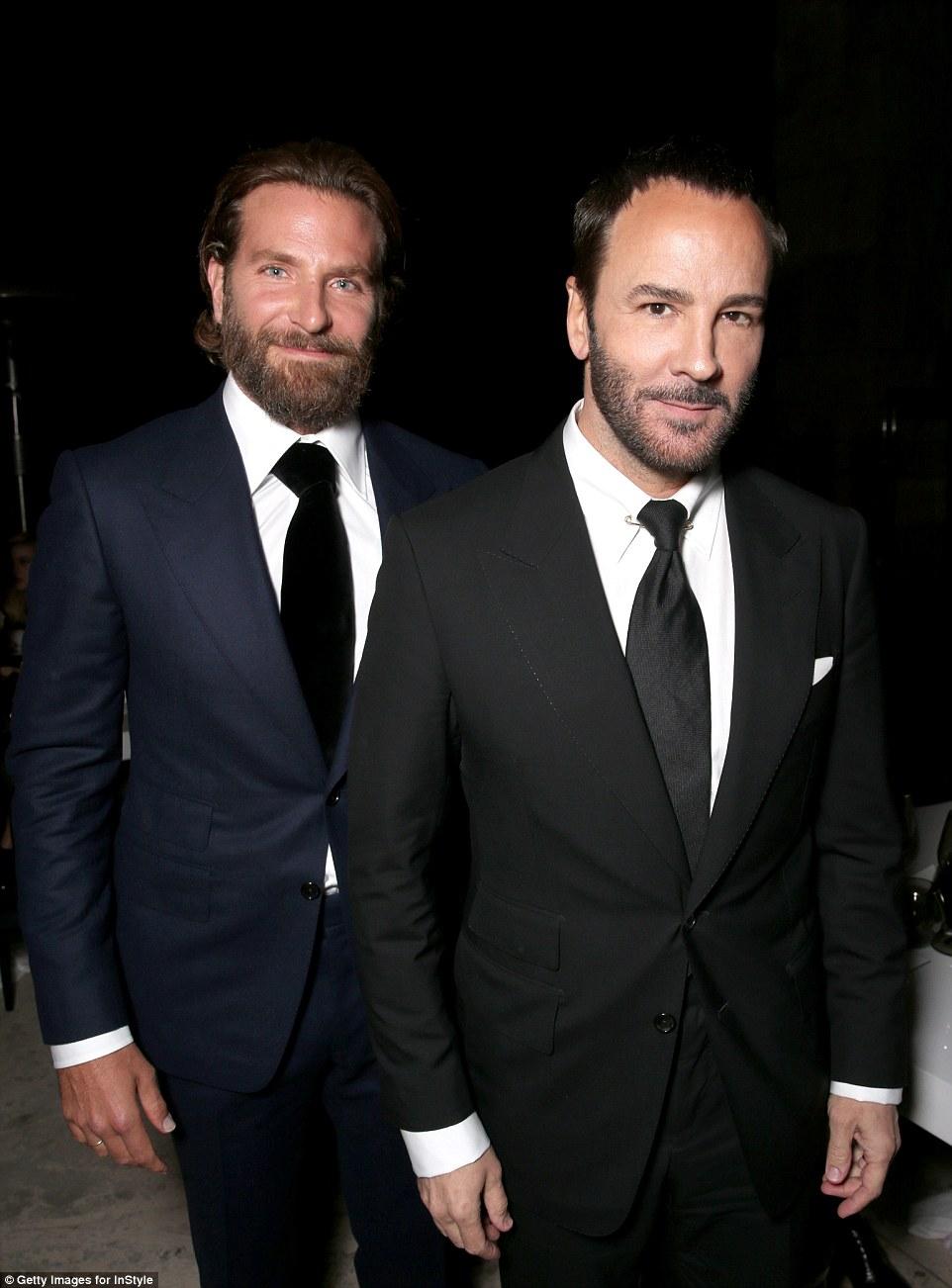 A boa aparência par: Tom Ford e Bradley certamente reduzir figuras inteligentes na festa
