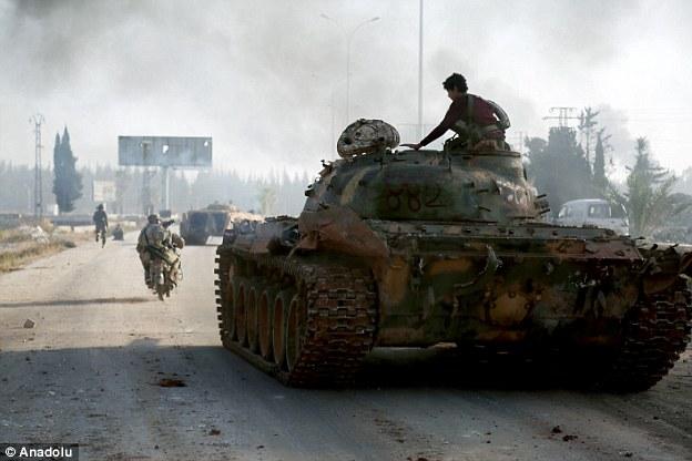 le régime et les rebelles de la Syrie ont été enfermés dans des combats acharnés dimanche sur les bords de l'ouest d'Alep