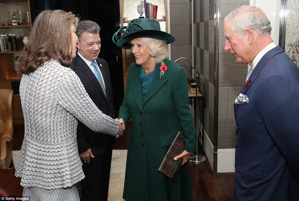 Príncipe Charles e Camilla, duquesa de Cornualha cumprimenta Presidente da Colômbia Juan Manuel Santos e sua esposa Maria