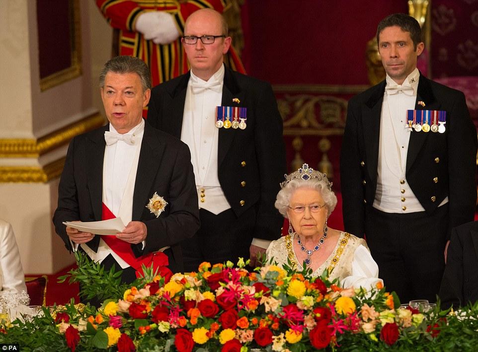 """Sr. Santos, que está em uma visita de Estado de três dias à Grã-Bretanha, disse que estava """"orgulhoso"""" de ser aliados com a Grã-Bretanha em seu discurso no jantar"""