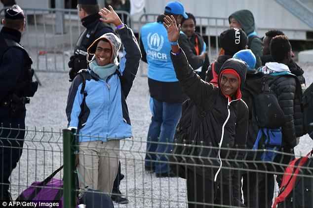 Beaucoup des 5 000 personnes évacuées officiellement de la jungle ont été emmenées dans des centres d'accueil situés autour de la France, mais des milliers d'autres se sont envolées seules