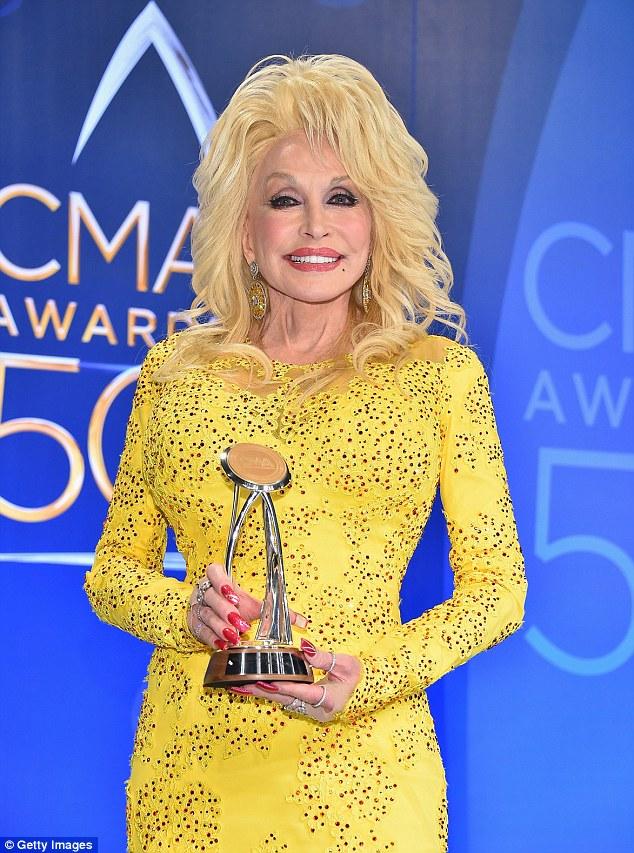 estrela venerada: Dolly Parton foi homenageado em shows da noite passada e premiado com o Lifetime Achievement Award Willie Nelson