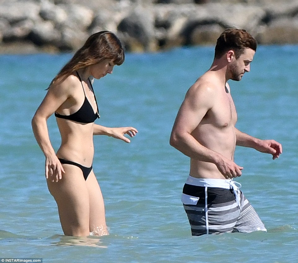 Jessica Biel And Justin Timberlake Show Off Their Beach
