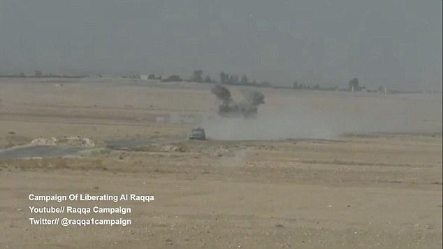 Après avoir réalisé que le missile lancé par les forces kurdes a raté l'objectif, les opérations spéciales françaises sont rapidement sur le cas. Le petit nuage de fumée n'est que le début