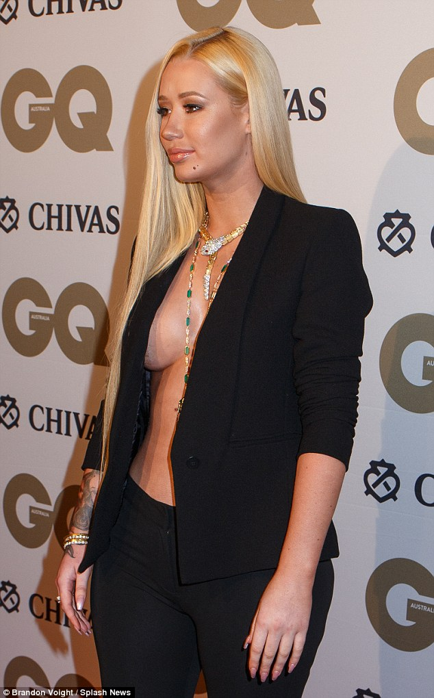 Chest A Peek She Proudly Flaunted Her Cleavage In The Racy Look