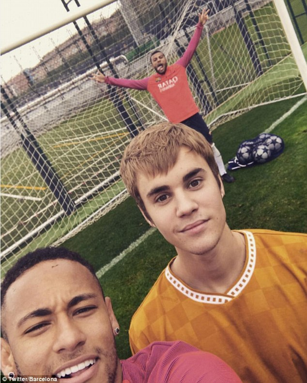 Pop superstar Bieber (right) poses with Barcelona's Brazilian forward Neymar (left)