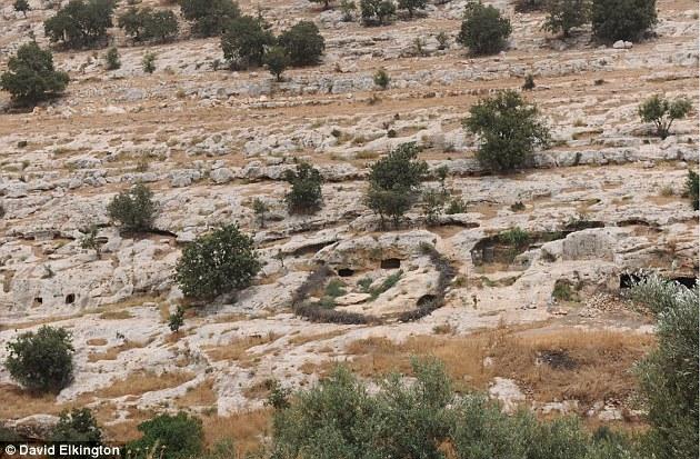 El libro antiguo se encontró por primera vez en 2008 en Jordania (en la foto) por un beduino israelí.  El hallazgo fue anunciado oficialmente en 2011