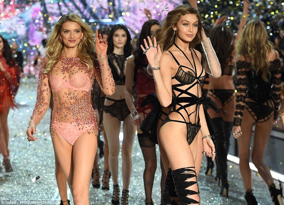 amigos modelo: Lily é uma boa amizade com Gigi Hadid - que tem sido parte da VS Fashion Show por dois anos - e eles foram spoptted jantar fora no restaurante japonês Kinugawa na capital francesa logo no início da semana