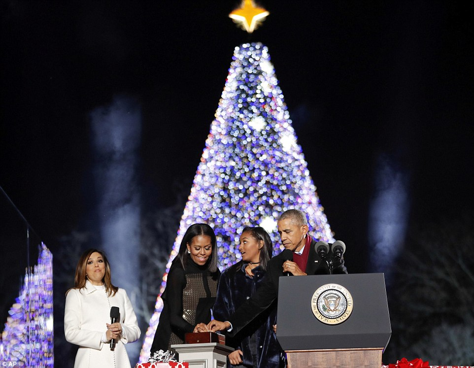 Obama And The First Family Light The National Christmas