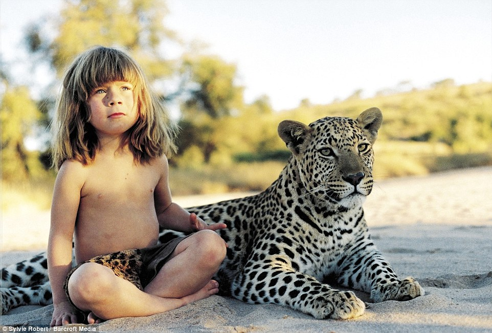 3B3C3E7300000578-0-Tippi_aged_6_sitting_with_J_B_a_tame_adult_leopard_in_she_met_in-a-37_1481376295672 Amazing pictures of real life 'Mowgli'; Girl who grew up with wild animals