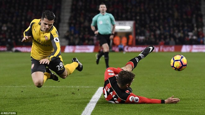 Fraser went down under the challenge from Xhaka, who appeared to push the Bournemouth player in the back