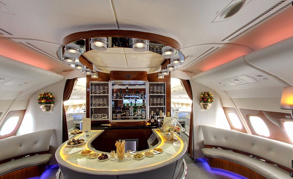 Arsenal Unveil Incredible New Emirates Plane Daily Mail
