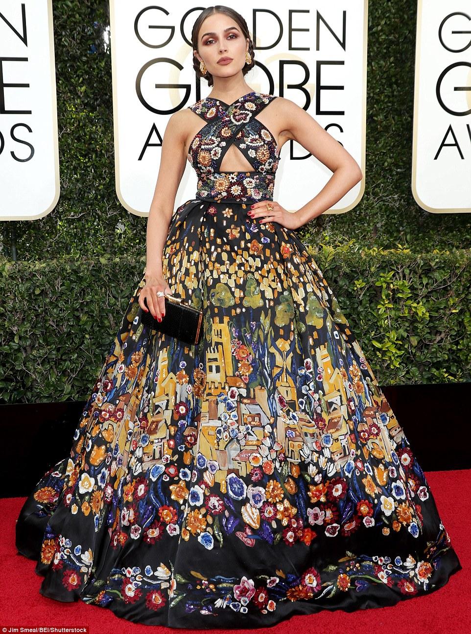 Uma olhada real: Olivia Culpo parecia como se ela tivesse rasgado uma parede pendurada para fazer seu vestido de tapete vermelho