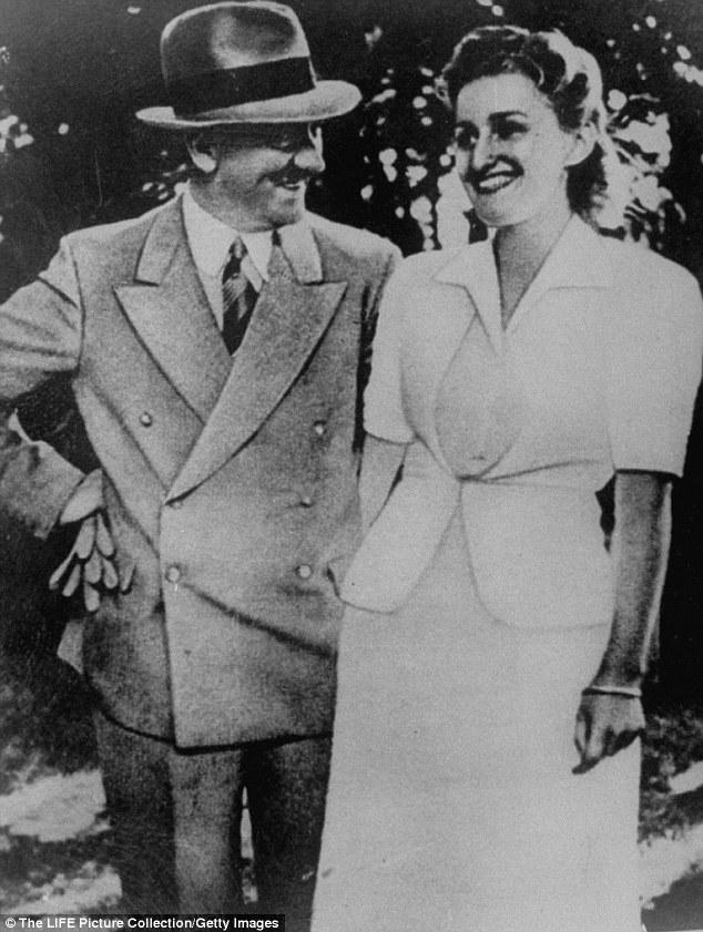 El suicidio: La versión aceptada de la historia afirma que Hitler y su esposa, Eva Braun, tomó su propia vida dentro de su búnker de Berlín el 30 de abril de 1945, y los soldados rusos descubrieron sus cuerpos