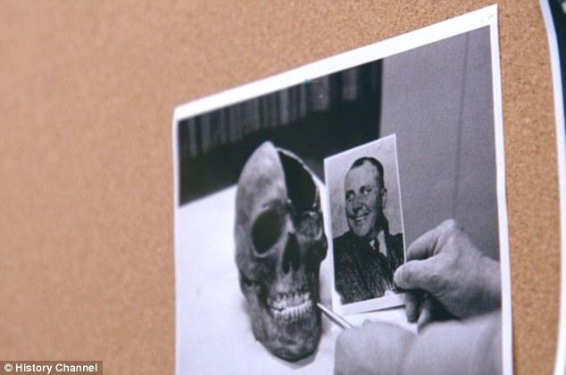Los documentos se refieren a declaraciones de testigos, testimonios de oficiales y pruebas forenses