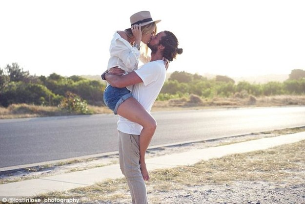 Image result for elyse knowles kissing boyfriend