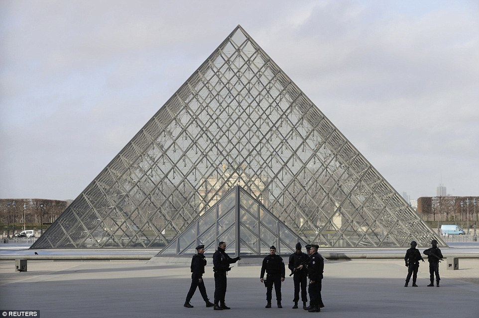 The area around the Louvre museum in Paris has been evacuated after a huge security operation was launched this morning