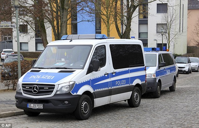 Officers in Göttingen, central Germany detained two known Islamic extremists as part of an investigation into a possible terror attack plot