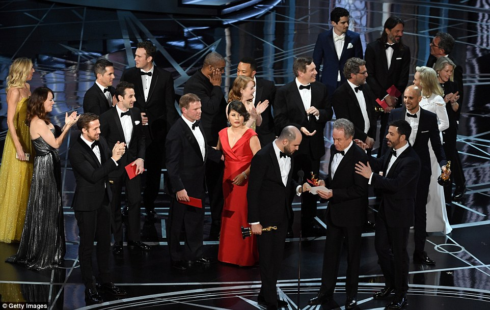 Horowitz could be seen taking the envelope to check the winner before quickly revealing Moonlight was the actual winner