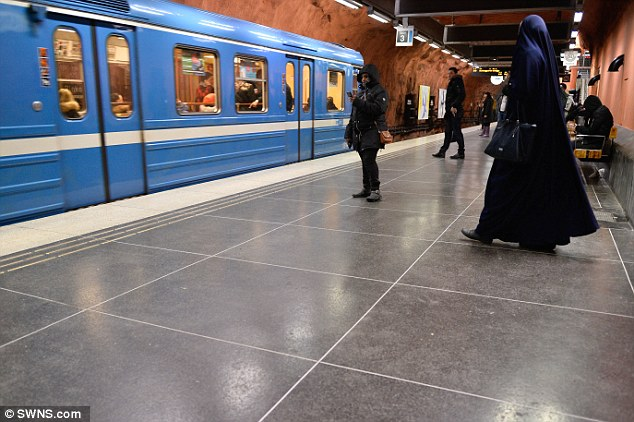 During her visit, a lady would explain to Katie howthere is a strange moral code  in Rinkeby. You are much more exposed to crime if you are not a Muslim and do not wear a hijab
