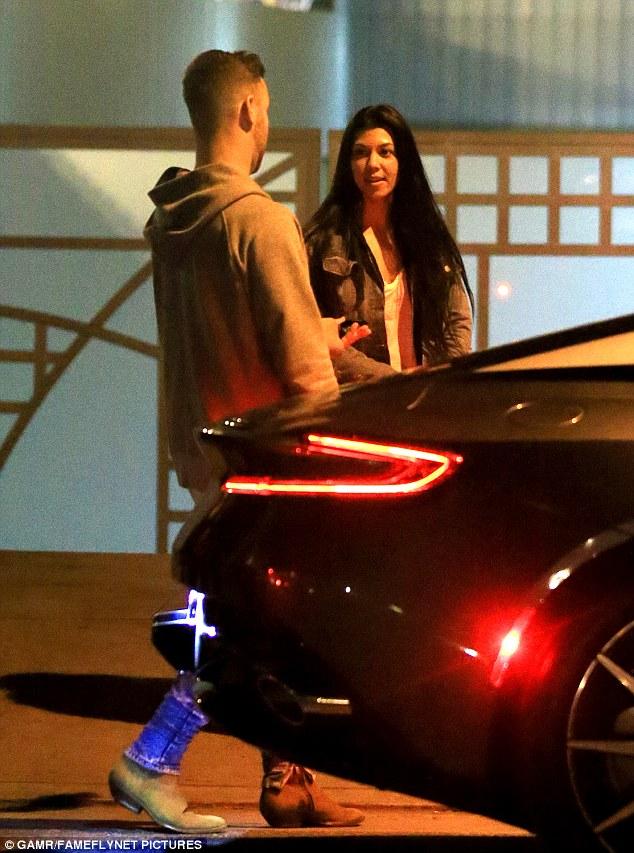 Kourtney Kardashian gets friendly with a mystery man ...