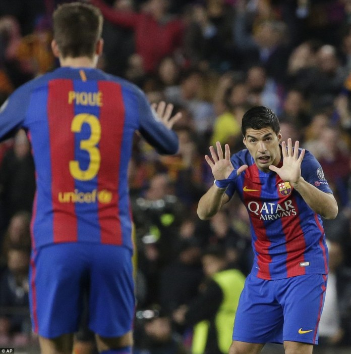 Suarez appeals for calm as he gestures toward Pique as Barcelona chase down PSG's four-goal lead