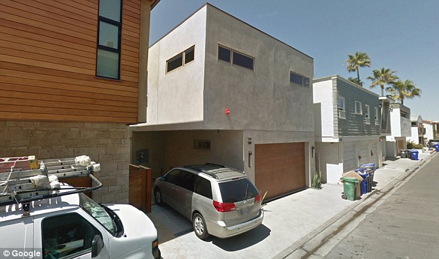 This home on The Strand in LA is also listed as a mailing address for Bannon