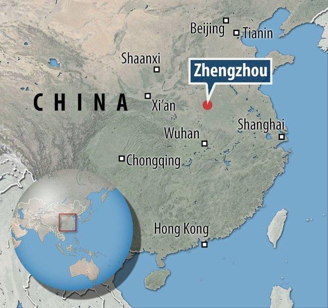 La tumba fue encontrado cerca de una autopista situada a unos 3.300 pies (1.000 metros) al oeste de la Sinian Grove en Zhengzhou