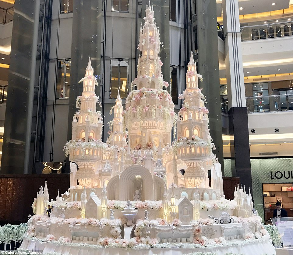 Are these the most elaborate wedding cakes of all time    Daily Mail     In yet another epic castle cake from Le Novelle Cake  this one features not  one