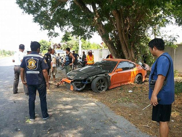 Thapanat broke an arm, passenger Boonyarit Puengchareon was unconscious