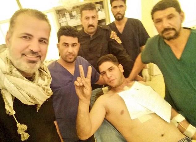 Una supuesta foto del conductor héroe (en la foto en la cama del hospital) fue compartida en línea por Haidar Sumeri, un respetado medio oriente conflicto 'observador'