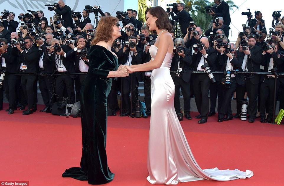 Que bom conhecê-lo!  Estrelas correram para cumprimentar Susan, incluindo a modelo Bella Hadid