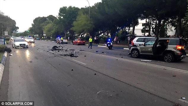 La policía ha cerrado parte de la cercana Milla de Oro de Marbella, donde el conductor golpe y fuga se estrelló cerca de un hotel de cinco estrellas