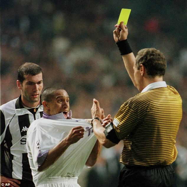 Roberto Carlos of Real Madrid remonstrates with the referee Helmut Krug as Zidane looks on