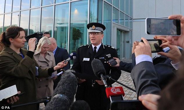 El jefe de la policía (en la foto durante una conferencia de prensa la semana pasada) hizo las revelaciones en su visita a los estudios de la BBC Radio Manchester para atender las llamadas telefónicas de los oyentes durante un teléfono en