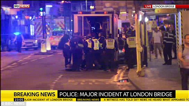 Los miembros del público se les dijo por la policía a 'correr tan rápido como podían' hacia el oeste