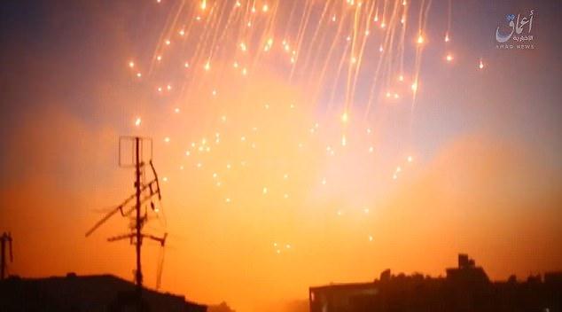 activistas sirios, Raqqa24, hallaron un ataque aéreo en Raqqa murieron al menos siete civiles el sábado, aunque no había ninguna mención que se hace de Bagdadi