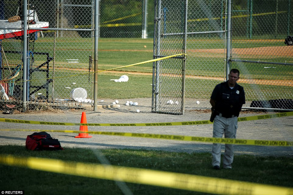 Los hombres estaban practicando en Eugene Simpson Park el estadio antes de un partido benéfico el jueves, cuando el hombre armado abrió fuego a las 7 am