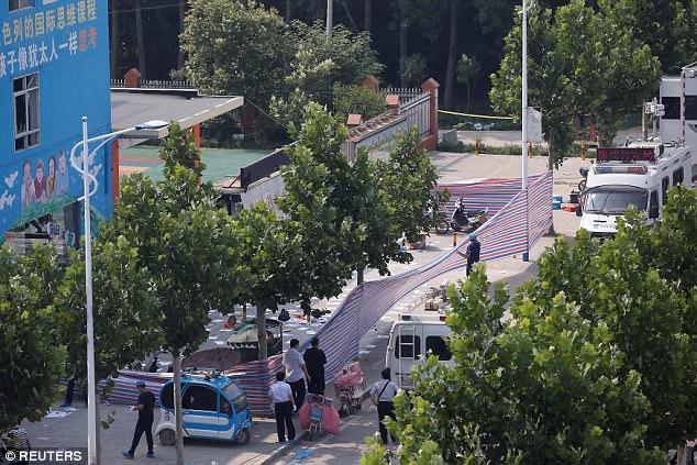Imágenes de la explosión enviado a los medios de comunicación sociales muestran que los niños y adultos en el suelo