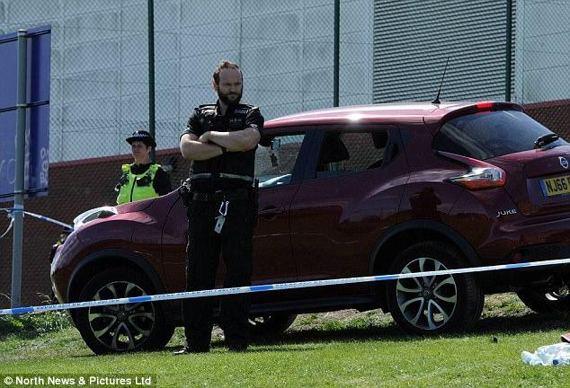 La gente corrió a través del campo de pánico al ver el coche (en la foto) 'spinning' a través de la multitud, que incluía un gran número de niños