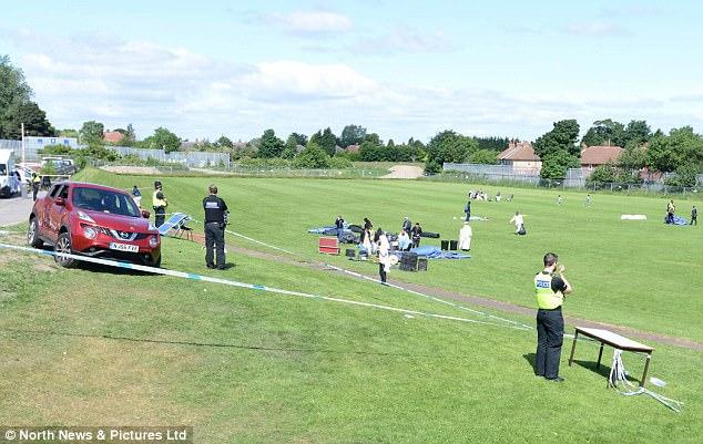 Un portavoz del servicio de ambulancias dijo: 'Hemos tomado seis personas en el hospital, que han ido a la Royal Victoria Infirmary en Newcastle, tres niños y tres adultos'