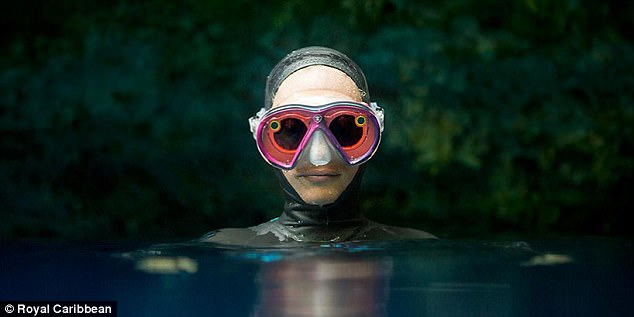 The unit consists of a pair of Spectacles that are housed in a waterproof casing that doubles as googles for the diver – the Spectacles snap in and out of the custom-designed scuba mask